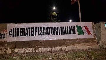 """Proteste contro il governo: """"Liberate i pescatori italiani"""""""