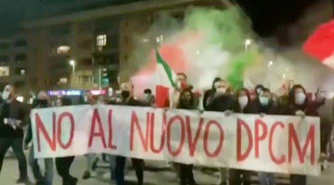 Mancia Conte non ferma la rivolta: centinaia a Roma contro il suo DPCM