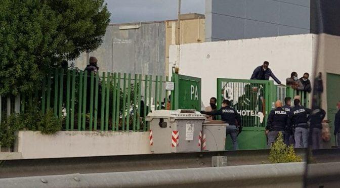 IMMIGRATI INFETTI CONTRO POLIZIA: IN FUGA DALLA QUARANTENA – VIDEO