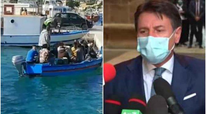Sbarcano altri cento clandestini mentre gli italiani chiudono