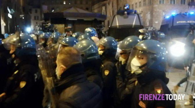 FIRENZE, CONTE VIETA PROTESTA ANTI-LOCKDOWN: SCOPPIA LA RIVOLTA – VIDEO