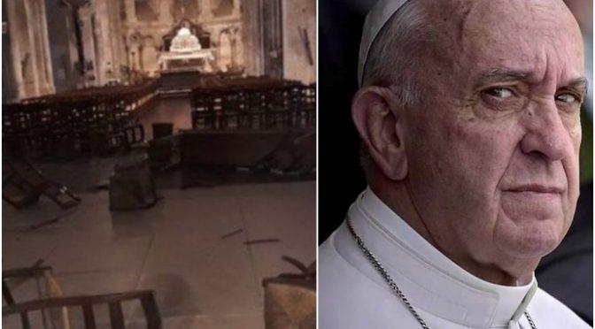 """Parroco contro Bergoglio: """"Convertiti, eretico"""", punito"""