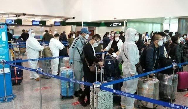 Dopo averci portato il virus i cinesi fuggono dall'Italia: aerei carichi verso Pechino