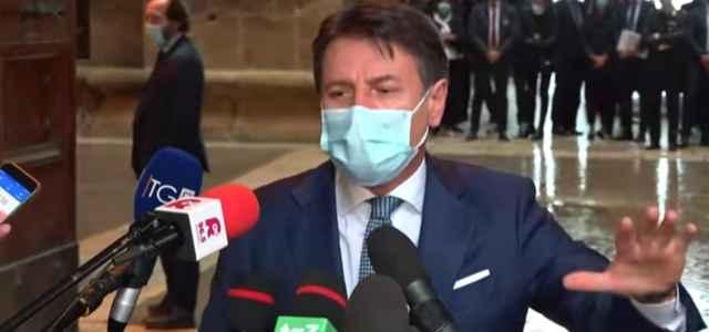 Conte caccia i giornalisti da Palazzo Chigi: confinati e immobili – VIDEO