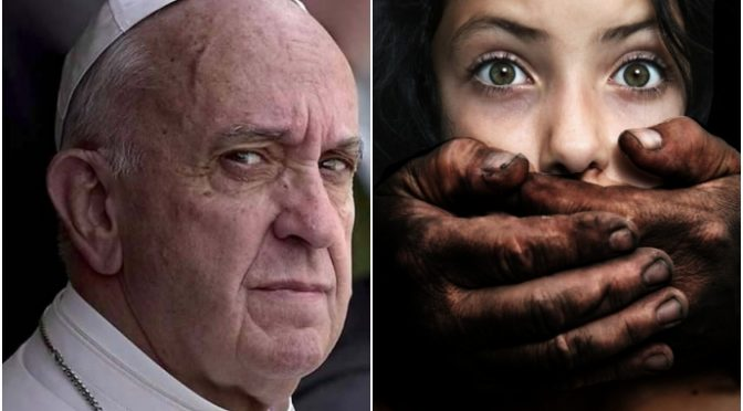"""Bergoglio vuole distruggere l'Italia: """"cittadinanza a chiunque nasca qui"""""""