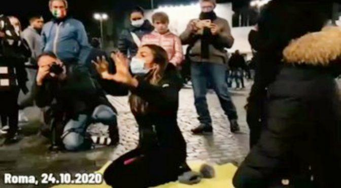 """Ristoratori stracciano tessera PD: """"In ginocchio per Conte"""" – VIDEO"""
