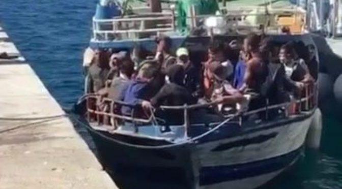 Fuori controllo il contagio tra i migranti: così dilaga la variante delta
