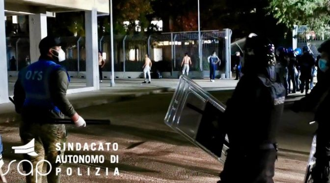 RIVOLTA ISLAMICA A CAGLIARI: IMMIGRATI APPENA SBARCATI SFASCIANO TUTTO