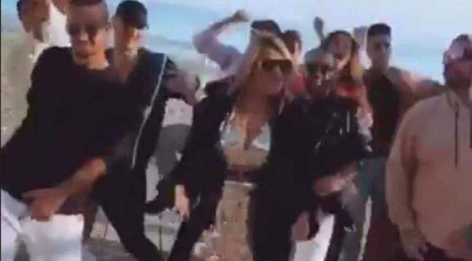 """""""Non ce n'è Coviddi, non ce n'è"""": Angela trash gira un videoclip"""