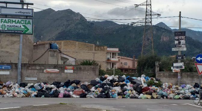 Palermo soffoca nella spazzatura di Orlando Cascio – FOTO
