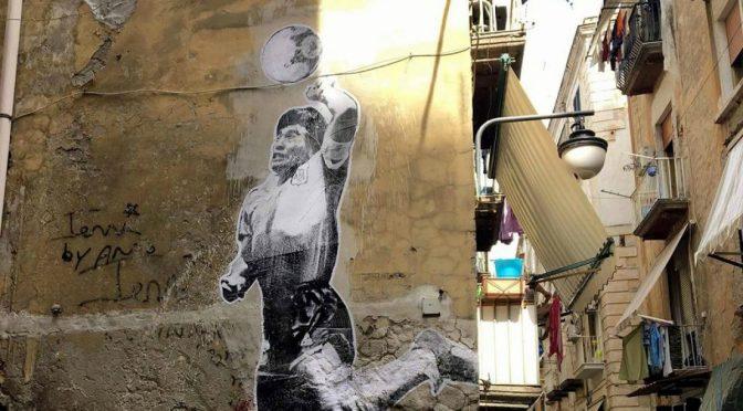 Maradona morto, Napoli in lutto non è più 'zona rossa': infrante le regole anti-Covid