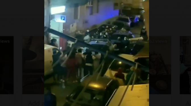 200 Nigeriani, armati di coltello assaltano poliziotti: locale etnico chiuso per 30 giorni – VIDEO