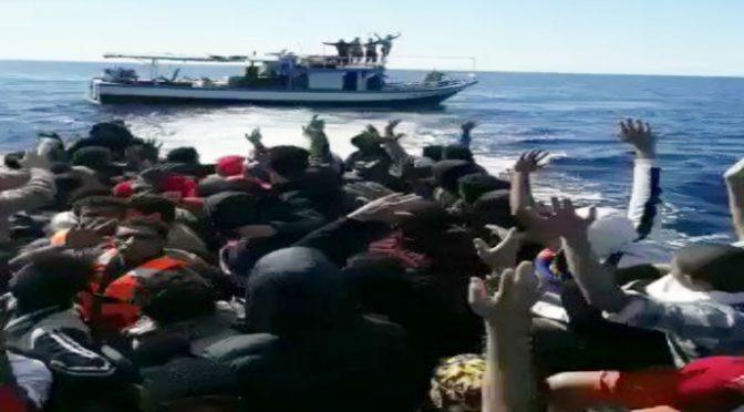 Pescherecci tunisini carico di clandestini diretti in Italia – VIDEO