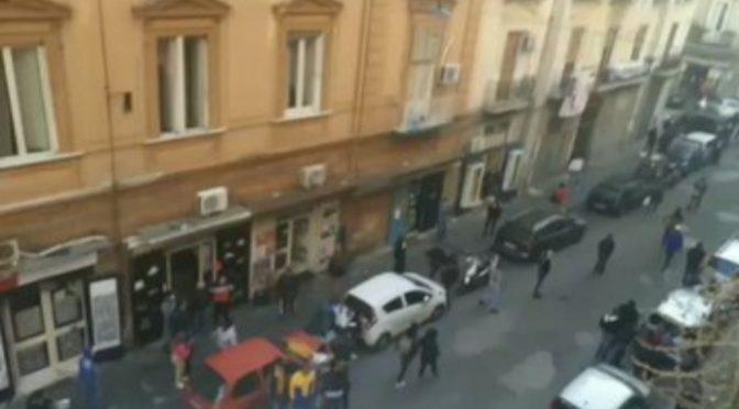 Conte polemizza con italiani ma i suoi spacciatori africani diffondono il virus – VIDEO