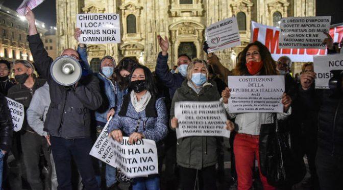 Protesta a Milano contro il lockdown e i cinesi di m….