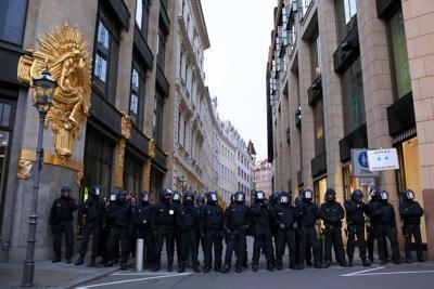 Germania EST, agenti schierati contro nuove proteste anti-lockdown