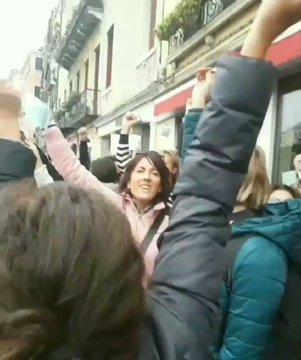 """Rivolta non si ferma: folla in piazza al grido """"libertà"""" – VIDEO"""