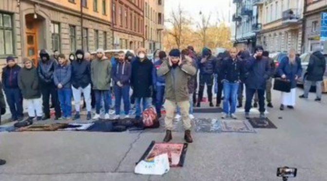 """Lugano, islamica sgozza donne che fanno shopping al grido """"Allah Akbar"""""""