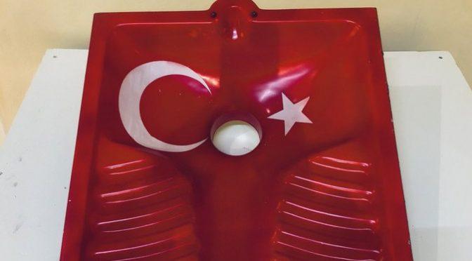 Sgarbi minacciato di morte dai musulmani per opera d'arte 'turca'