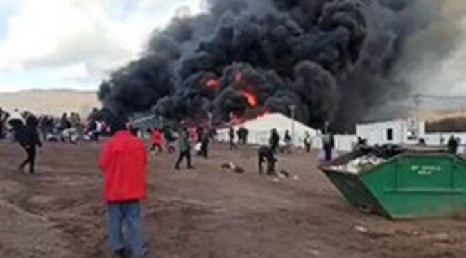 Immigrati incitati da ONG incendiano centro accoglienza – VIDEO