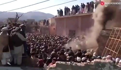 Pakistan: 1500 musulmani distruggono tempio indù