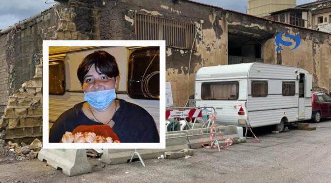 Italiana muore in diretta facebook per strada: viveva in roulotte mentre il governo ospita 80mila clandestini in hotel