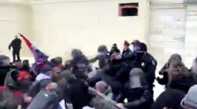 INIZIA LA RIVOLTA, IL POPOLO DI TRUMP ASSALTA IL CONGRESSO: OCCUPATO PARLAMENTO AMERICANO – VIDEO