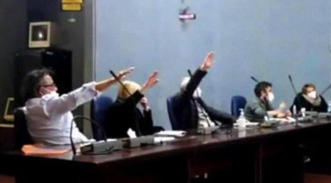 Presunto 'saluto romano' in aula, denunciati tre consiglieri comunali