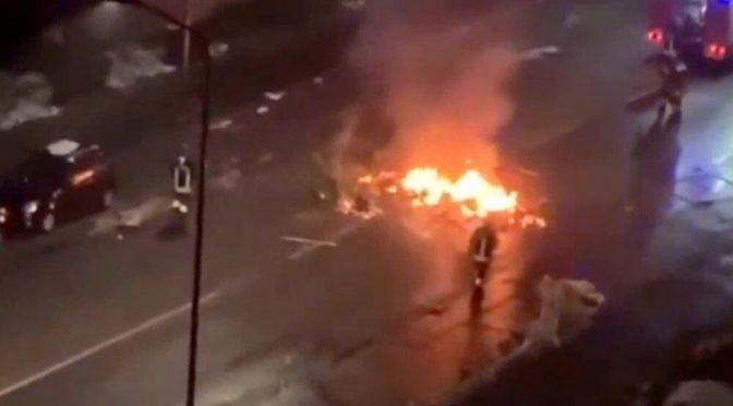 Gli immigrati bruciano Milano, Capodanno di sangue: barricate di fuoco e spari nei quartieri multietnici