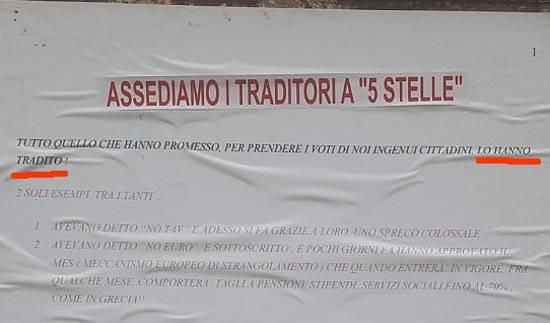 """Denunciato perché affigge volantini: """"assediamo i traditori a '5 stelle'"""""""