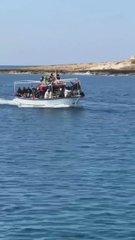 Lampedusa è l'unico porto aperto: barcone scarica clandestini senza green pass – VIDEO