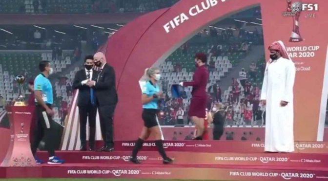 Polemiche ai Mondiali per Club in Qatar: sceicco non saluta arbitri donna – VIDEO