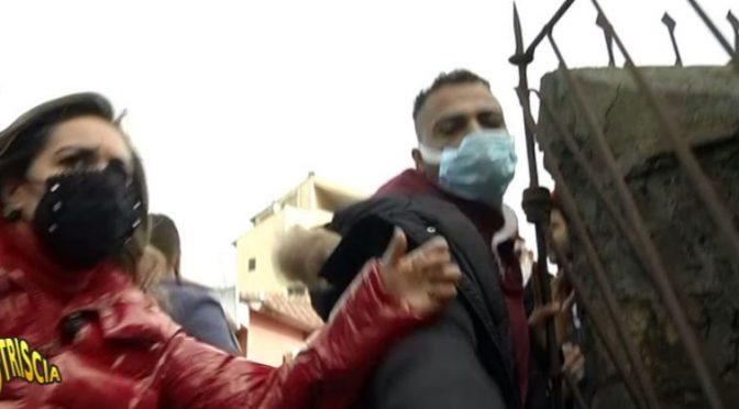 Striscia la Notizia: aggredita a Roma durante la realizzazione di un servizio – VIDEO