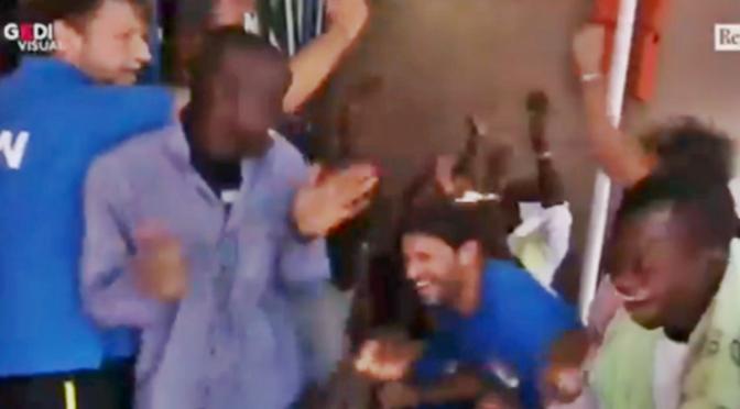 Casarini esultava dopo l'arrivo del bonifico: 125mila euro per un carico di 27 clandestini – VIDEO