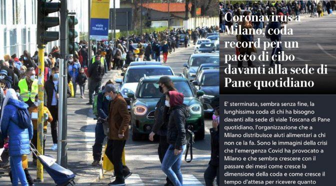 Italiani in coda dietro gli immigrati per un pacco di cibo: ne ospitiamo 80mila in hotel – FOTO