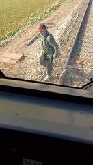 Lamorgese non li espelle e loro aggrediscono il controllore e costringono il treno a fermarsi