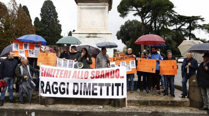 """Il PD Romano a Raggi: """"Vergogna, non riesco a seppellire mio figlio"""", mesi per seppellire i morti a Roma"""