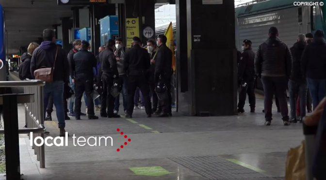 IoApro: manifestanti bloccati alla stazione – IL VIDEO