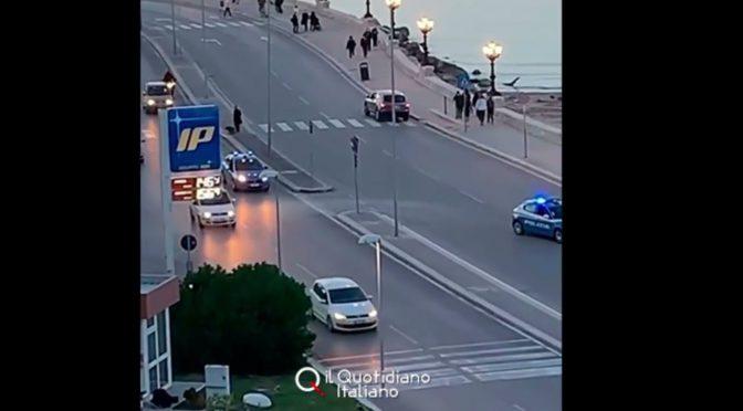 Bari, vietato passeggiare lungomare: arriva la polizia – VIDEO