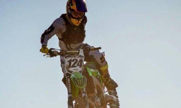 """Addio ad Alberto """"Wey"""" Zapata Bacur: il motociclista con un braccio solo"""
