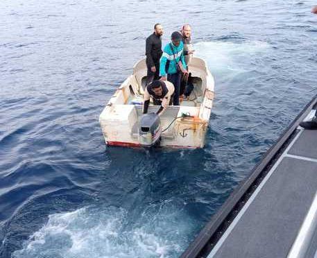 Giovani maschi islamici sbarcano a Lampedusa e Sardegna: non li ferma nessuno