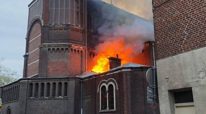Brucia un'altra chiesa in Francia – VIDEO