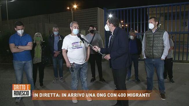 ONG con 400 clandestini in arrivo a Pozzallo: protesta al porto – VIDEO