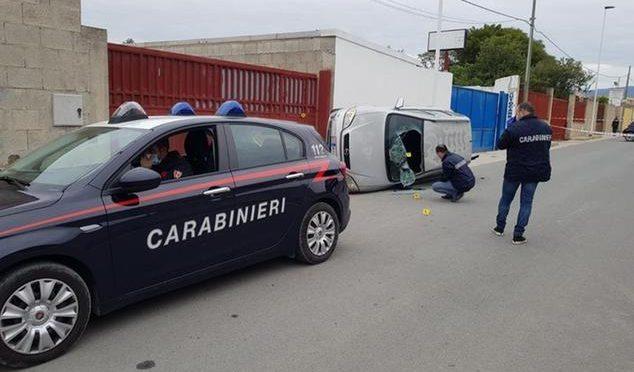 Nigeriano lo schiaccia al muro con l'auto – FOTO