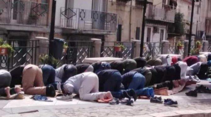 La prima cosa chiesta dagli afghani portati in Italia? Tappeti per pregare Allah