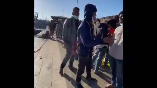 Lampedusa ridotta ad una latrina da Lamorgese: in arrivo navi da crociera per caricare gli ospiti – VIDEO