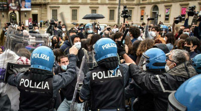 I fans di Fedez assaltano la grande manifestazione anti-ddl Zan