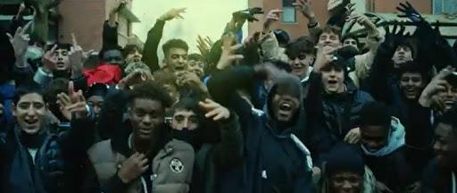 Decine di africani devastano Riccione incitati dal rapper marocchino Baby Gang – VIDEO