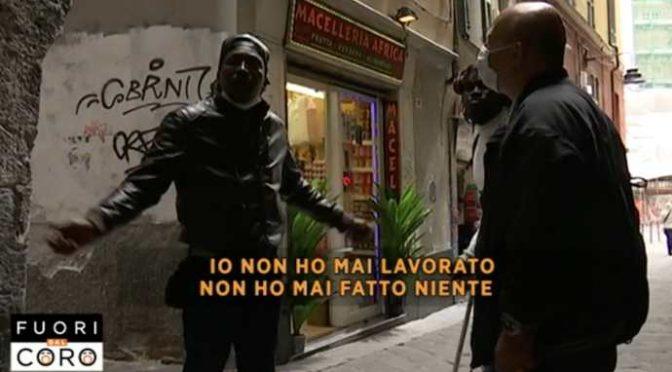"""Il piano del M5s col reddito di cittadinanza: """"Sostituire vecchi italiani accogliendo migranti nelle nostre case"""""""