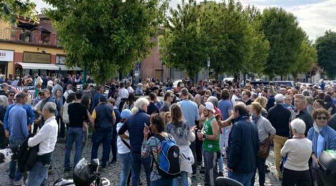 Torteria Chivasso: multate centinaia di manifestanti, non erano gay